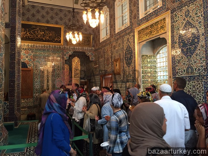 visiting sahaba tombs and sacred belongings of prophet hz